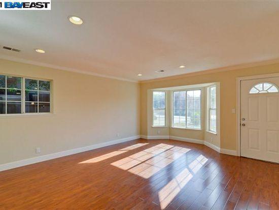 323 Lippert Ave, Fremont, CA 94539