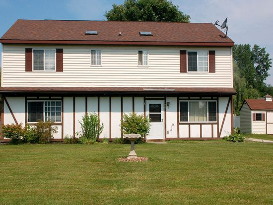 3 Suncrest Dr, Waterford, NY 12188