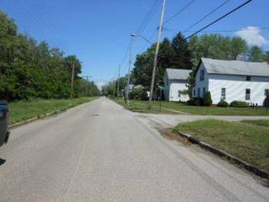 697 Madison St, Conneaut, OH 44030
