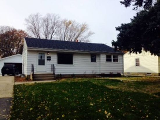 3571 S 47th St, Greenfield, WI 53220