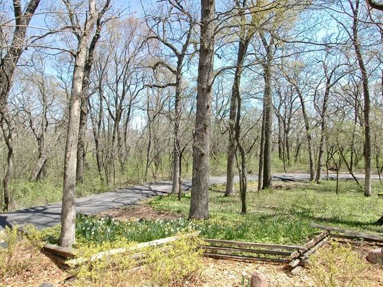 611 N Cold Springs Rd, Woodstock, IL 60098