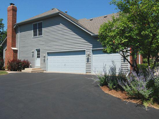 3401 Greenwood Ln, Saint Charles, IL 60175