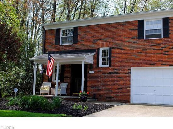 8615 Tanglewood Trl, Chagrin Falls, OH 44023