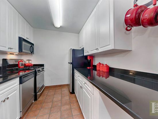 320 E 35th St APT 3D, New York, NY 10016