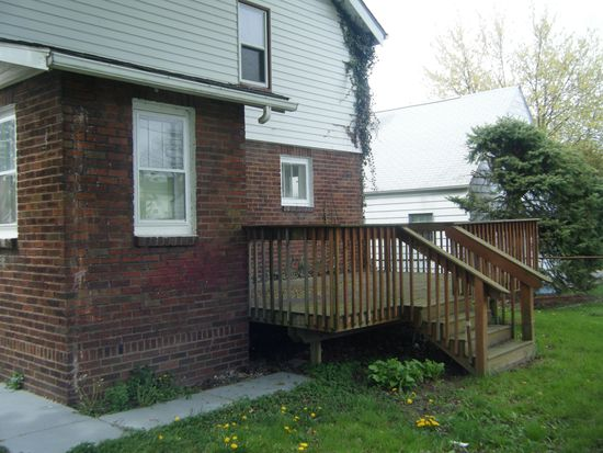 921 Packard Dr, Akron, OH 44320