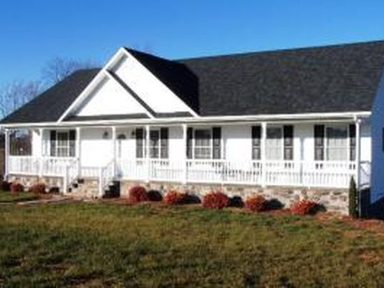 1416 Savanna Hills Dr, Moneta, VA 24121