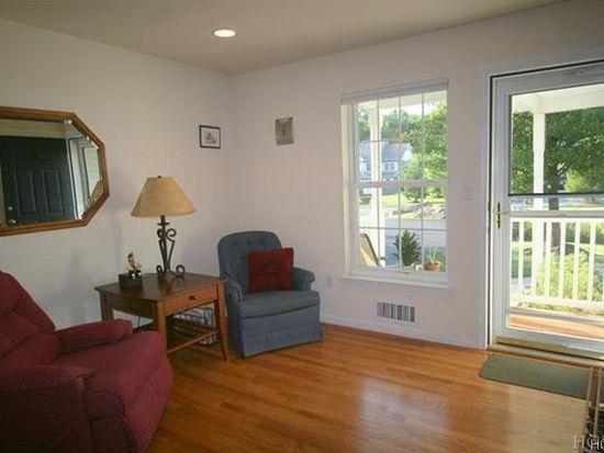 280 Pinebrook Dr, Hyde Park, NY 12538