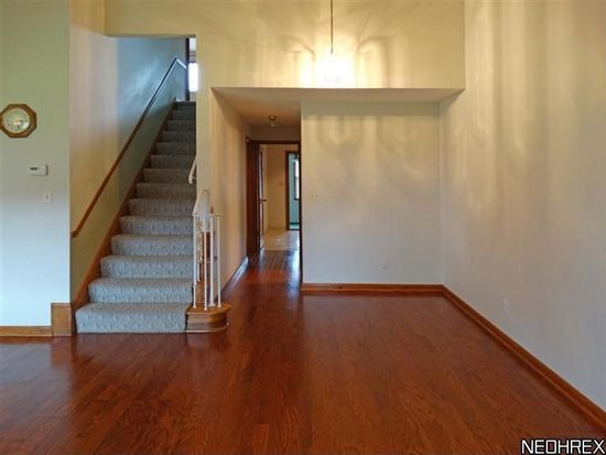 25345 Country Club Blvd APT 5, North Olmsted, OH 44070
