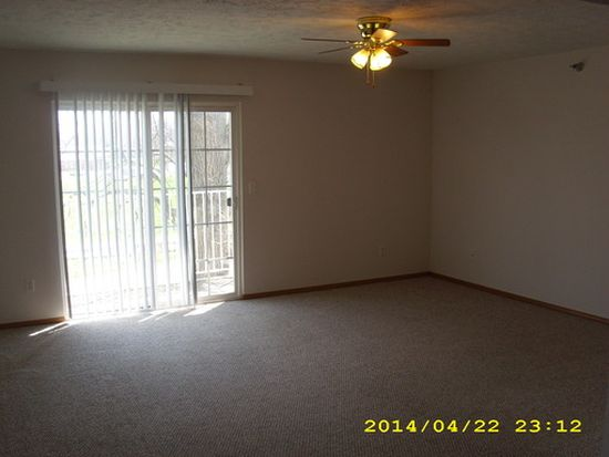 101 Donnie Dr APT 11, Bloomington, IL 61704