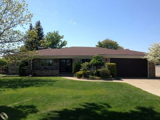 37011 Almont Dr W, Sterling Heights, MI 48310