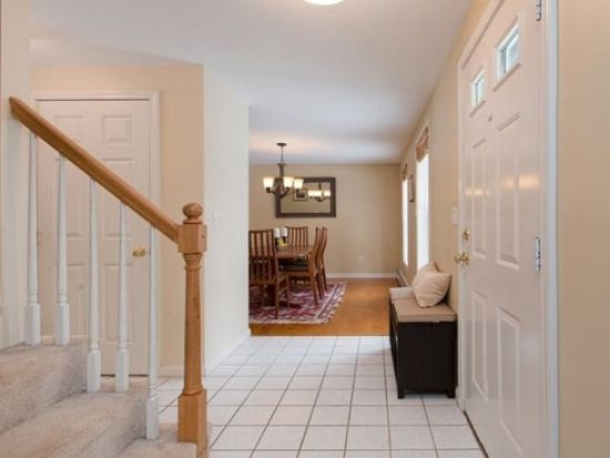 23 Hardy Rd, Londonderry, NH 03053