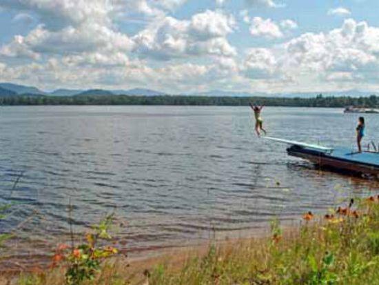 36 Chipmunk Ln, Lake Placid, NY 12946