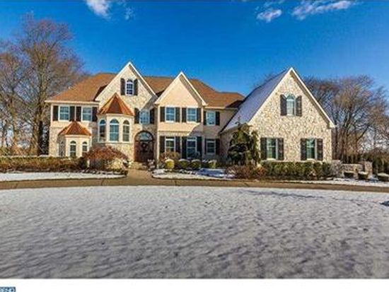 32 Cove Rd, Moorestown, NJ 08057