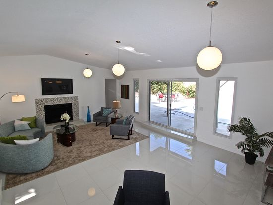 2000 E Desert Park Ave, Palm Springs, CA 92262