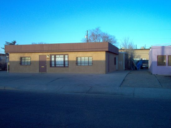 213 Dallas St NE, Albuquerque, NM 87108