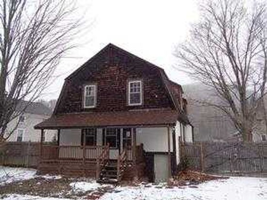 7 Maple St, Chester, MA 01011
