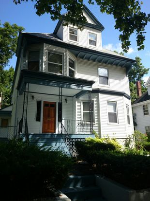 35 Moultrie St, Dorchester Center, MA 02124