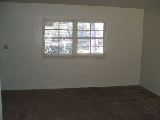 2936 Flanders Rd, Riverside, CA 92507