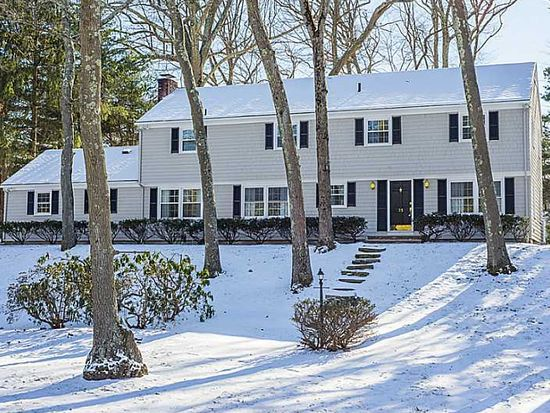 35 Chestnut Dr, East Greenwich, RI 02818