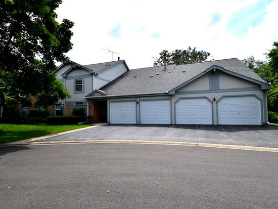 1588 Stonehill Ct APT B, Wheaton, IL 60187
