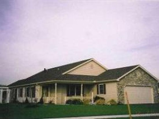 27 Greenbriar Dr, Myerstown, PA 17067