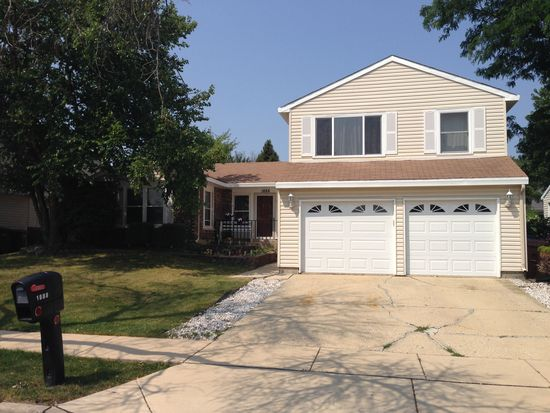 1888 Scarboro Dr, Glendale Heights, IL 60139