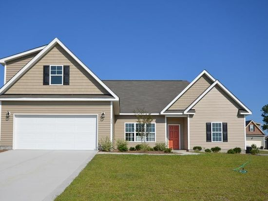 2528 Hunting Bow Dr, Hope Mills, NC 28348