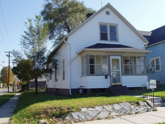 1702 Kendall St, South Bend, IN 46613