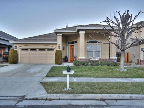 1655 Valley Oaks Dr, Gilroy, CA 95020