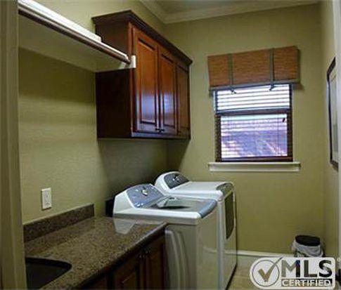 624 Creekwood Ln, Grand Prairie, TX 75052