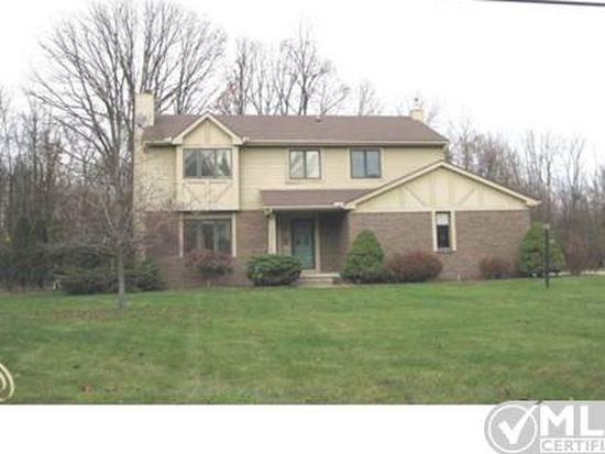 7802 Stout Ave, Grosse Ile, MI 48138