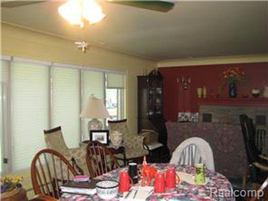 5645 Pinckney Rd, Howell, MI 48843