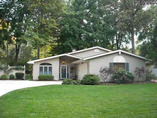 26763 Locust Dr, Olmsted Falls, OH 44138