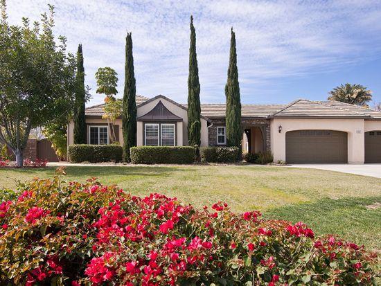 1047 Auburn Woods Dr, Vista, CA 92081