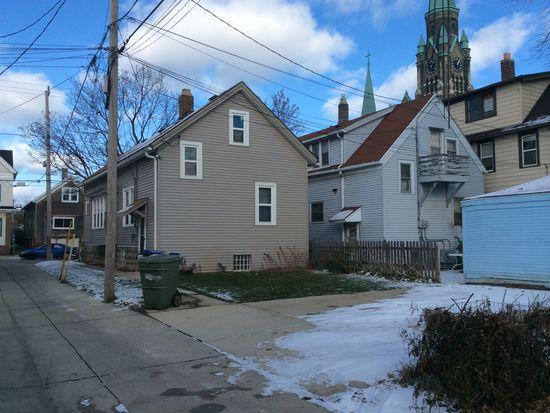 821 E Clarke St, Milwaukee, WI 53212
