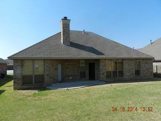 427 SW 28th St, Moore, OK 73160