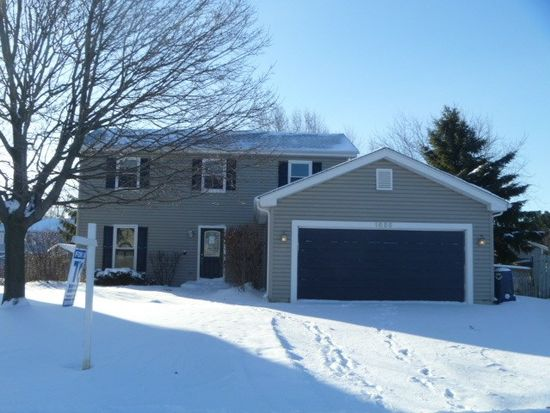 1655 Red Coach Ln, Algonquin, IL 60102