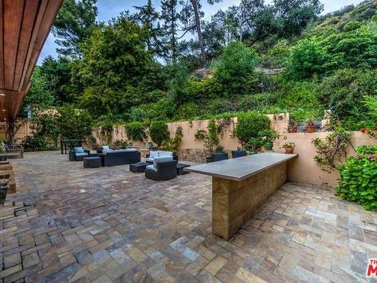 2250 Bowmont Dr, Beverly Hills, CA 90210