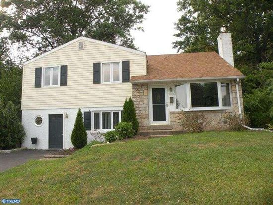 209 Woodlawn Dr, Lansdale, PA 19446