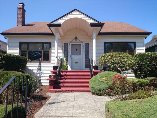 3905 42nd Ave SW, Seattle, WA 98116