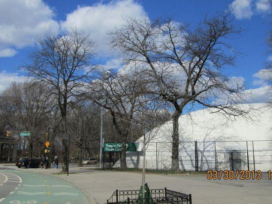 135 Ocean Pkwy APT 16P, Brooklyn, NY 11218