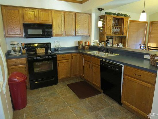 412 Shoemaker Dr, Middlebury, IN 46540