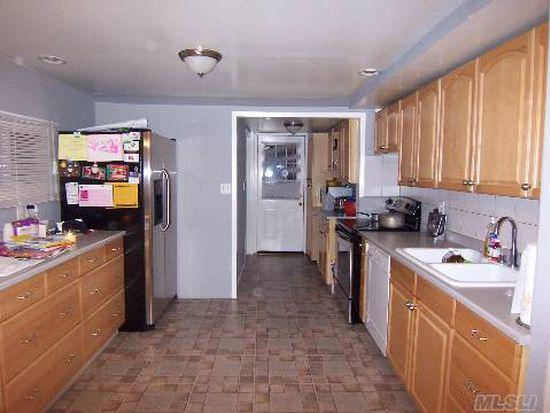 16 Awixa Pl, Selden, NY 11784
