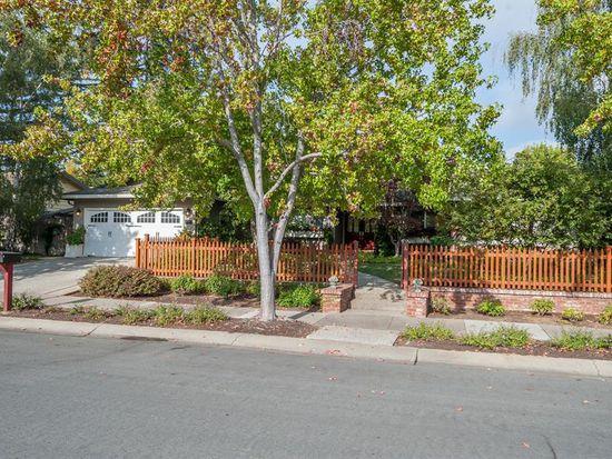 540 Guadalupe Dr, Los Altos, CA 94022