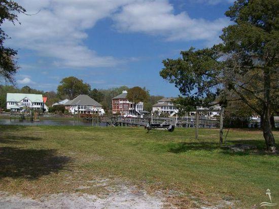 2602 E Yacht Dr, Oak Island, NC 28465