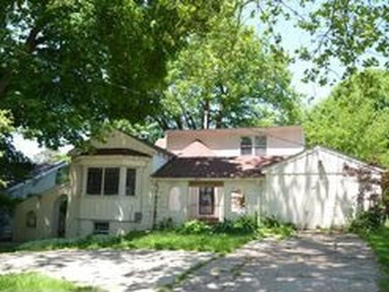 6427 Forest Ct, Windsor Heights, IA 50324