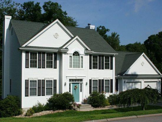 11 White Oak Ln, Quaker Hill, CT 06375