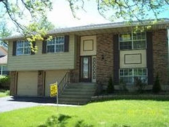 417 Beechwood Dr, Westmont, IL 60559