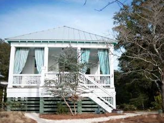 614 Clarendon Ave, Southport, NC 28461