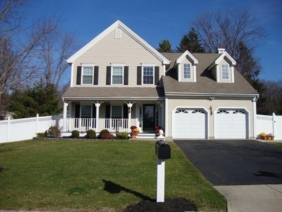 17 Winthrop Dr, Branchburg, NJ 08876